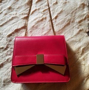 Statement piece! A stylish purse!